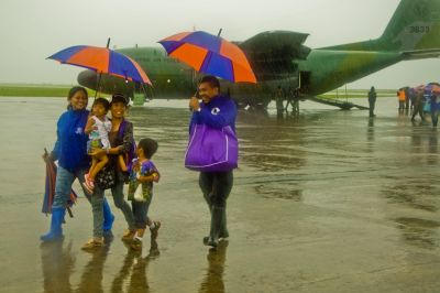 Families Return Home After Being Evacuated From Tacloban, Philippines Due to Typhoon Haiyan - © IOM